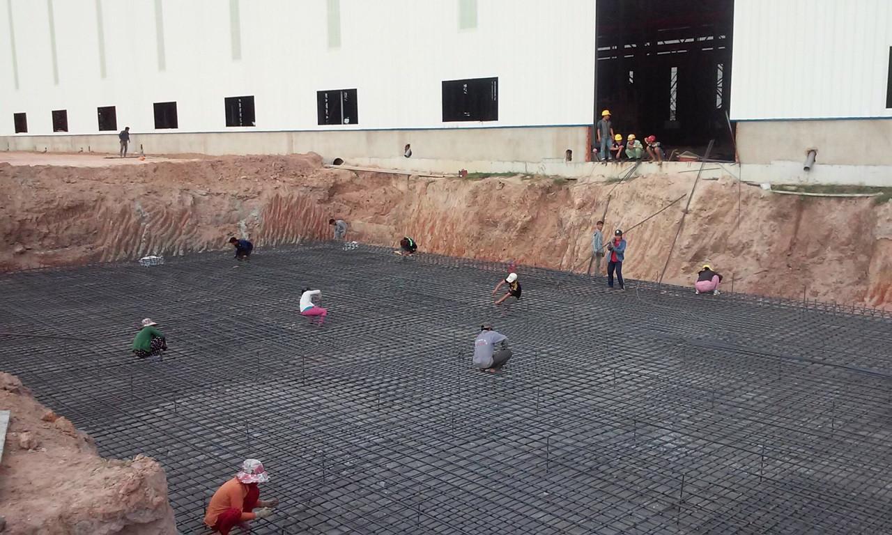 Hình ảnh công đoạn lắp đặt cốt thép nền nhà xưởng của Happyco